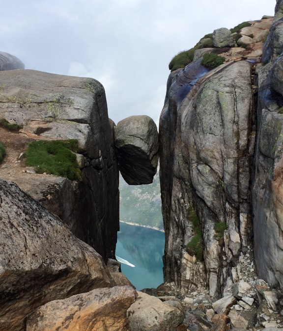 Hike and fly to the Lysbotenfjord