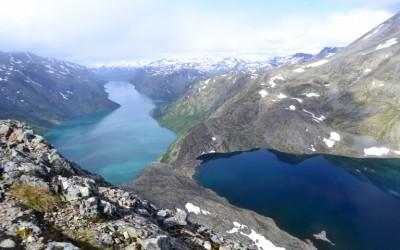 Hiking in Bessenggen and meeting with 200 wild reindeer