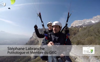 The COP21 presented as ever in paragliding