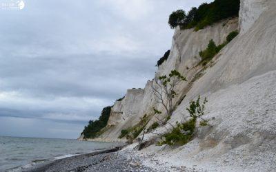 Rouler d'Eglises en Eglises pour se rendre aux falaises de granite de l'ile de Møn